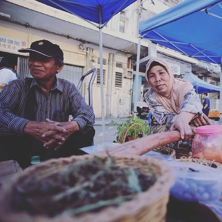 Ginseng sellers Gaya Street - Kota Kinabalu , Sabah Gayastreet Kotakinabalu Sabah Negeribawahbayu Tourism Malaysia Reflexsology Market Pasar Vscomalaysia Vscography VSCO Fresh Fruit Vegetable