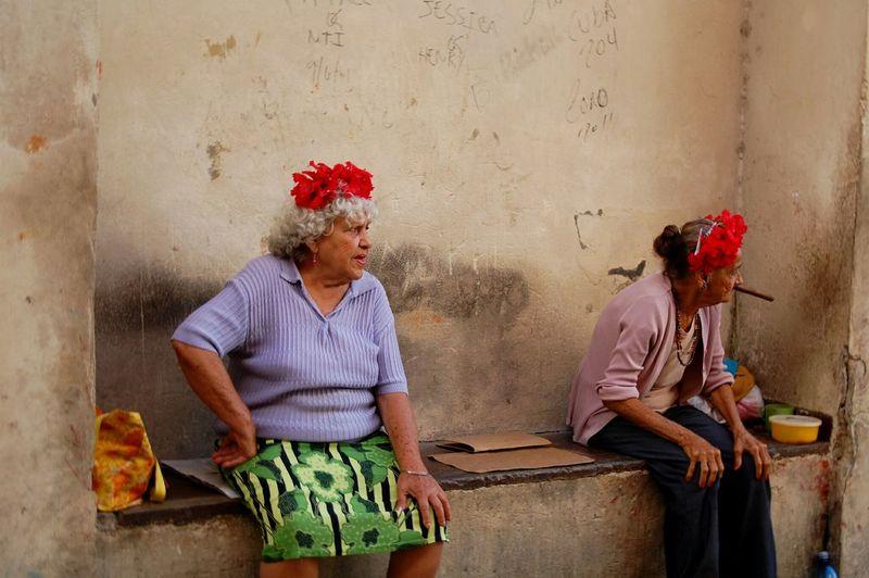 Old But Awesome Cuba Havanna Cuban People Awesome Enjoying Life Cigarros Awesomeness