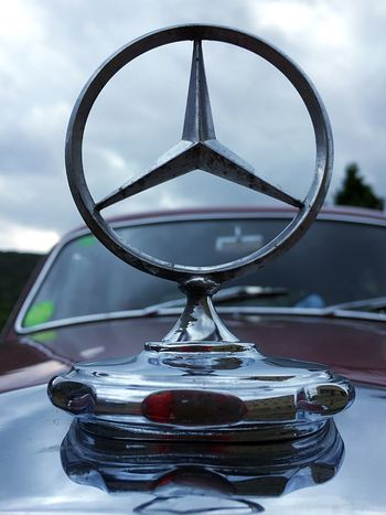 Logo old car Classic Car Mercedes Star Mercedes-Benz Mercedes Vintage Cars Sky No People Close-up Cloud - Sky Metal Geometric Shape Circle