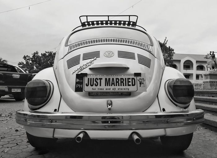 Beetle Bridal Car Just Married Just Married! HuaweiP10 Huawei Huaweiphotography Volkswagen Volkswagen Beetle Volk City Technology Retro Styled Old-fashioned Sky