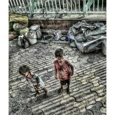 । कटाक्ष। Squaredroid India Incredibleindia Tao_theartorgnisation India_91 Panvel Poverty _soi Natgeo Hunger Kids Childhood Noon Foto Motofoto 😷😷