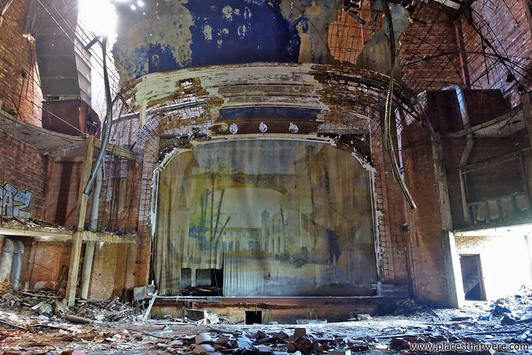 After the final curtain call. Full article here: http://www.placesthatwere.com/2017/03/palace-theater-abandoned-gary-indiana.html Curtain Stage Palace Theater Brick Abandoned Theater Movie Palace Movie Theater Theater Abandoned Urbex Palace Theatre  Eerie Abandoned Building Eerie Beautiful Abandoned & Derelict Creepy Forgotten Place Ruins Indiana Rust Belt Architecture Abandoned Places Urban Decay Urban Exploration Abandoned Buildings