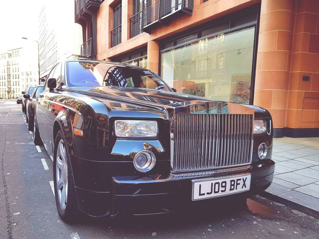 Hanging Out Taking Photos Hello World Hi! London Rollsroycephantom Check This Out