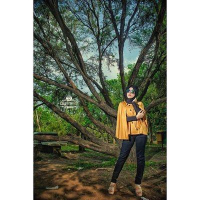 'Forget' Photoshot Hijabstyle  Beautyhijab Hijabindonesia cool strobe strobist sbaphotography