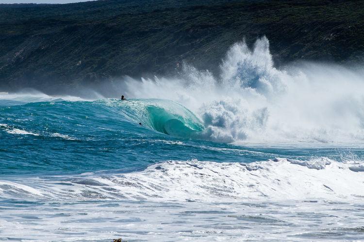 Waves splashing in sea during high tide
