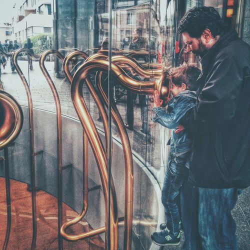 Photos That Will Restore Your Faith In Humanity Streetphotography Father & Son Love Portrait Urbanphotography Portraiture Cityscape Son Family