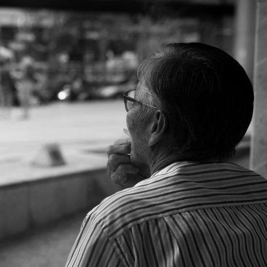 1:1 BACC Bangkok Black And White Candid Candid Portraits Cigarette  Depth Of Field Elderly Human Representation Person Portrait Portrait From Behind Real People Sculpture Selective Focus Senior Senior Adult Sitting Smoking Snapshot Snapshots Of Life Squares Street Photography Thailand Welcome To Black Long Goodbye