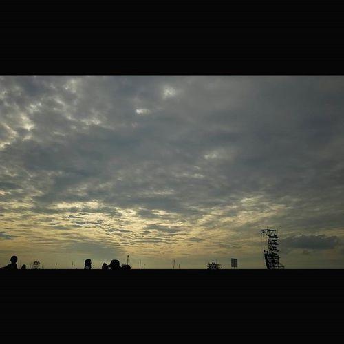 大阪某所の空。 今日もおつかれさまです。 空 Sky イマソラ ダレカニミセタイソラ Team_jp_ Japan Instagood 景色 Scenery 自然 Nature Icu_japan Ig_japan Ig_nihon Jp_gallery Japan_focus Sunset Sunsets Sunsetlovers Skylovers 大阪 OSAKA