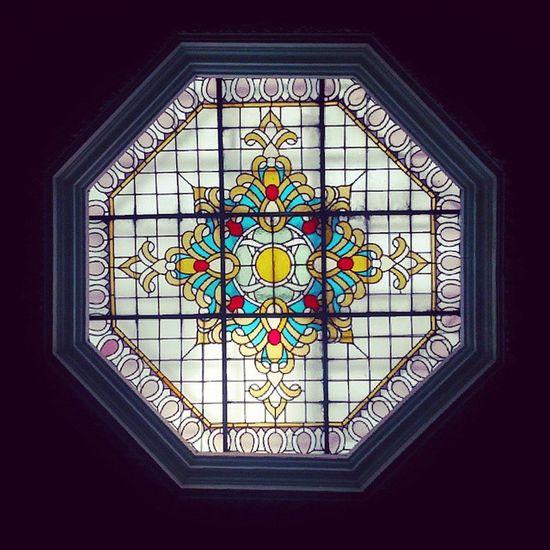 Una mirada hacia arriba Vitral Igersperu Vintage Windows techo architecture lima peru