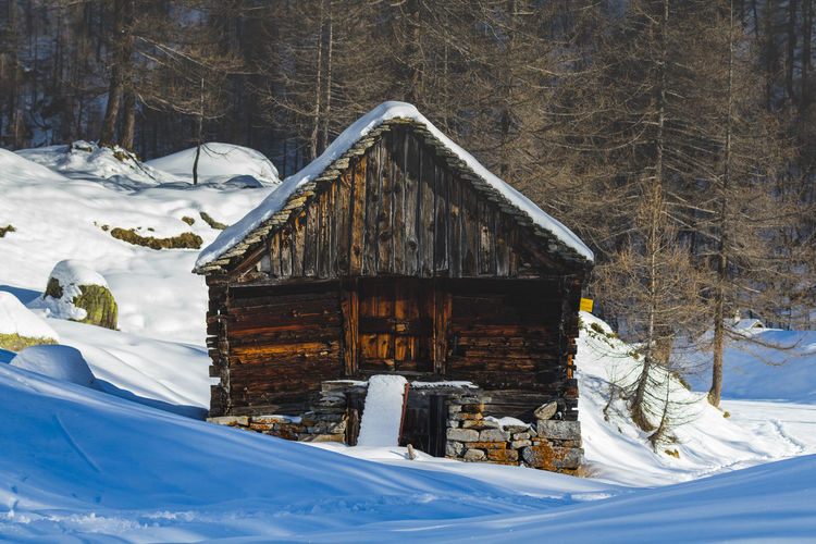 Chalet Alps Beauty In Nature Chalet Chalets Landscape Log Cabin Mountain Mountains Nature Nature Nature Photography Nature_collection Nature_perfection Naturelovers No People Non-urban Scene Outdoors Rural Scene Scenics Snow Snowdrift Winter Wood - Material WoodLand