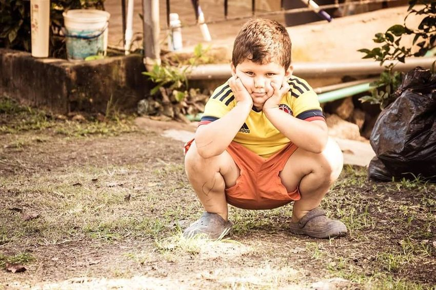 Boy niño Child Males  Front View Outdoors Boys Eating Full Length Leisure Activity Making A Face Childhood One Person Exercising Athlete Day Shirtless People Human Body Part Nature Close-up Adult