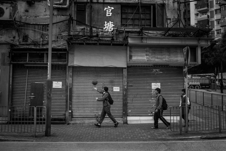 Full Length Walking Built Structure Real People Architecture Men Day Adults Only People Outdoors Adult Only Men The Street Photographer - 2017 EyeEm Awards