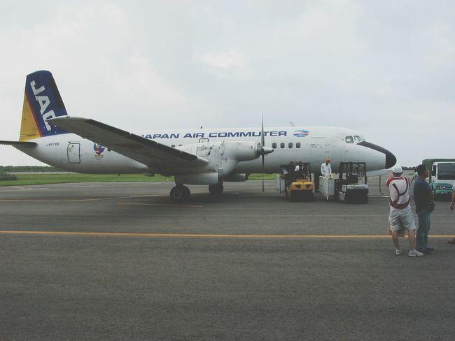 もう引退しちゃったプロペラ機、滅茶苦茶揺れるけど、エンジンが止まっても滑空出来るから、凄く安全な飛行機だったんだよね!Travel Photography Travel Airplane Airport Taking Pictures Taking Photos Yakushima A Long Time Ago Old Pic