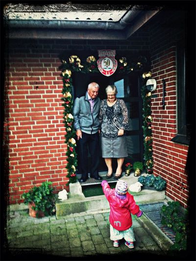 Fejrer i dag disse to skønne mennesker - farmor og farfar, 50 år sammen, respekt!
