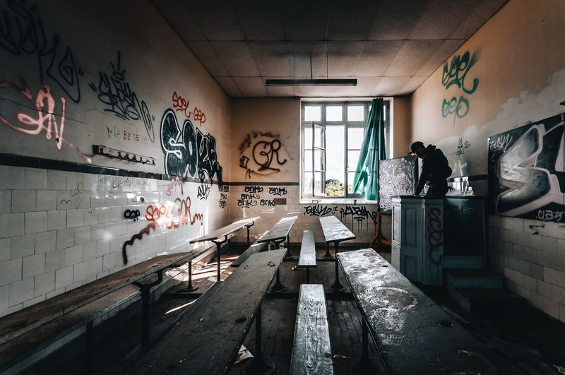 Back to school Dark Nikonphotography Nikon Explore Urbexexplorer Urbexphotography Abandoned Buildings Abandoned Places Abandoned Exploring Graffiti Indoors  Architecture Art And Craft Built Structure Wall - Building Feature