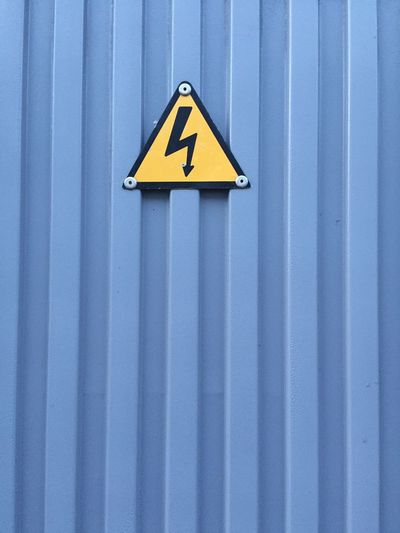 Danger Dangerous Watch Out! Building Electricity  RISK Si L' Amour Nous électrocute C'est Que Le Courant Passe No Way Dead Construction Worker