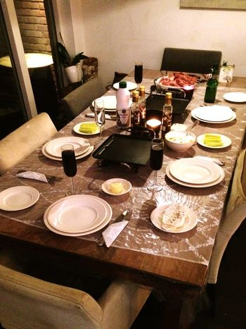 WOW, the kids have served the table. Even they can't wait for Christmas Eve ? Merry Christmas!