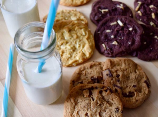 Food And Drink Food Freshness Healthy Eating Milk Ready-to-eat Drink Breakfast Cookies Bread No People Indoors  Drinking Glass Close-up Day Sweet Food Freshly Baked