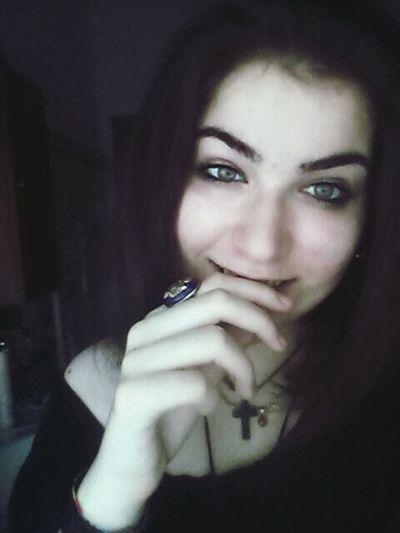 Si cresce grazie alle lacrime. Ti fortificano e ti fanno maturare. Ricorda sempre che alla base di un grande sorriso, c'é un lago di lacrime. First Eyeem Photo Green Eyes Hi! Love Candy Girl