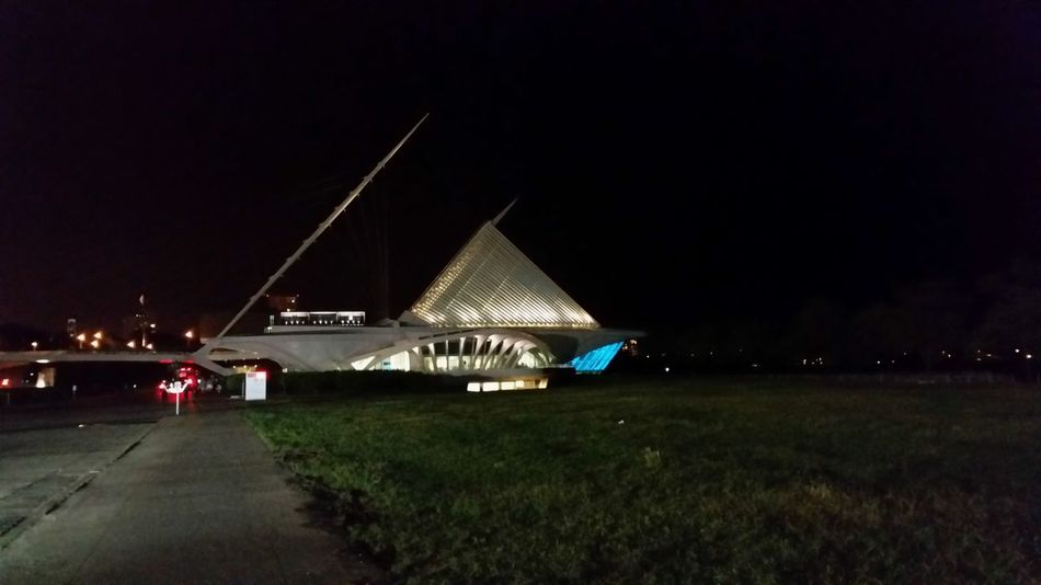 Milwaukee Art Museum at Night M.a.m. ?