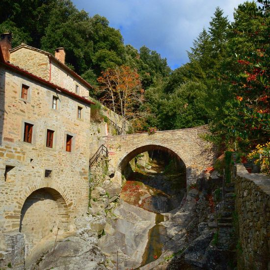 Eremo Eremo Le Celle Monastery Monastero Retreat Escape Bridge Architecture Tuscany Toscana Tuscany Countryside Italy Italia Cortona Autumn Colors Autumn Colours Travel Travel Destinations Travel Photography Countryside Peace And Quiet Peaceful View Hidden Gems  Hidden Places Old Buildings