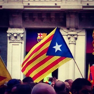 Una estelada i l'escut del Barça! AraEsLHora