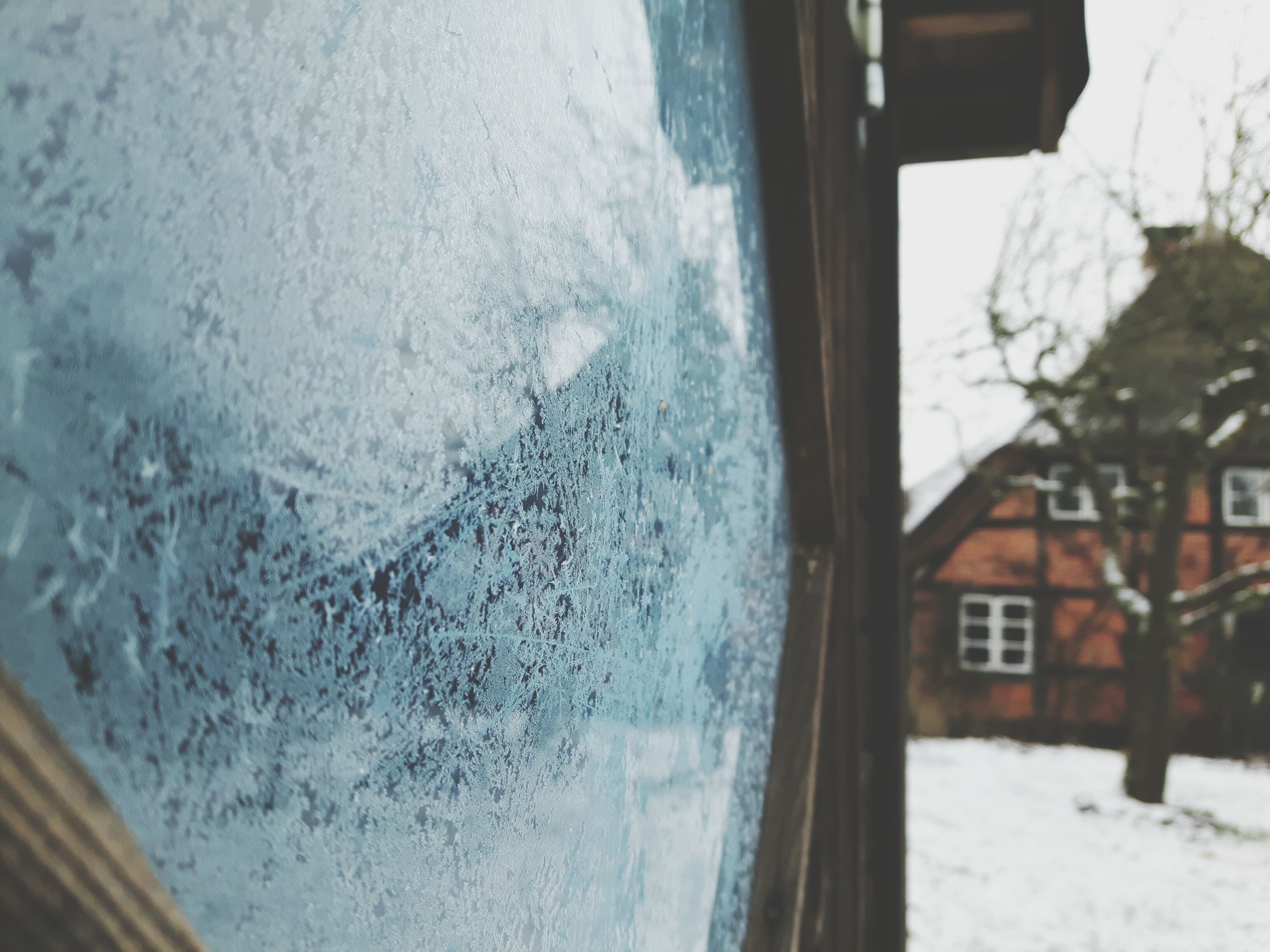 cold temperature, winter, snow, season, window, glass - material, weather, water, transparent, frozen, building exterior, built structure, close-up, architecture, reflection, drop, wet, day, ice, focus on foreground