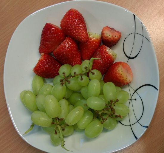 fresh fruits 😋 delicious Freshness Fruit Delicious Strawberry Grape Yummy Healthy Eating Delicious Genießen Früchte I Love Taking Pictures <3 Tasty Food