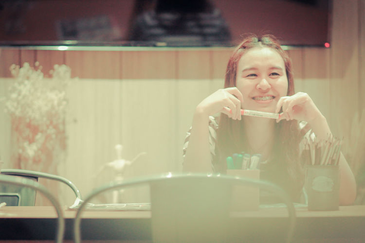 woman in coffee shop Coffee Shop Desk Portrait Of A Woman Sitting Asian Girl Front View Indoor Photography Indoors  Lifestyles One Person Portrait Portrait Photography Real People Sitting Sitting Alone Sitting Chair Smile Smiling Smillegirl Smilling