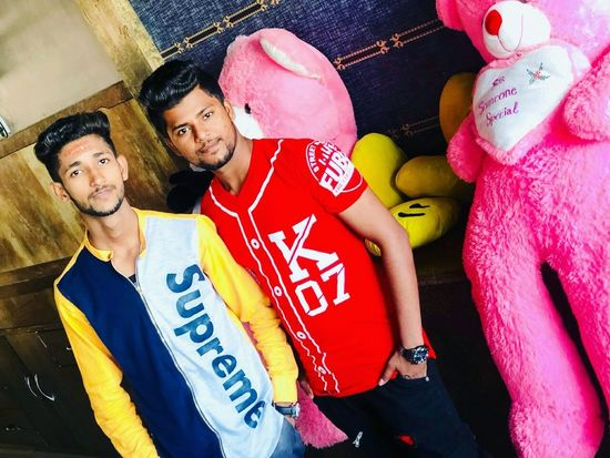 Farmaan Mughni Zeeshan Mughni Group Of Boys Styles #Dress Lounge Club Hukka Hukkahlover Lounge Bar Brother Brotherhood Brothersforlife Friendship Party - Social Event Portrait Men Togetherness Arts Culture And Entertainment Fun Multi Colored Posing Music Concert