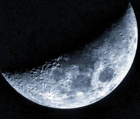 Pitch Darkness moods.... Lunarshots Moonlover Moonphotography Gratitude Photoclick Photographyislifee Photooftheday @iglobalphotographers @igramming_india @photographers_of_india @streetphotographyindia @photographers.of.india