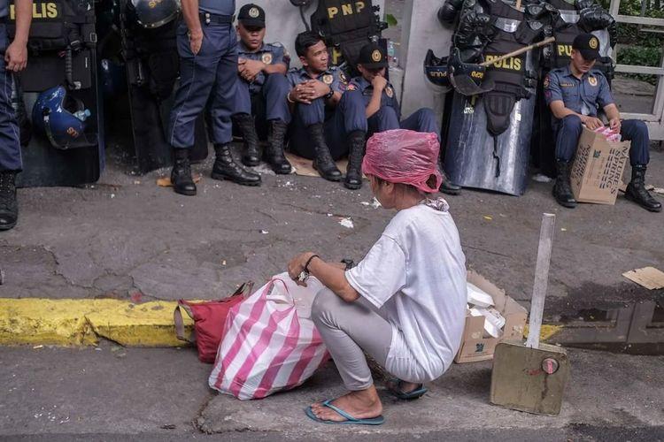 RedHat The Photojournalist - 2018 EyeEm Awards City Men Women Street City Street