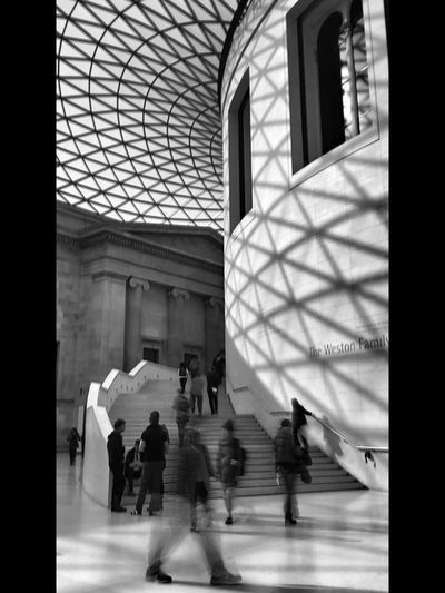 Ips iPhonephotography, museum, architecture, black&white, movement, people, London