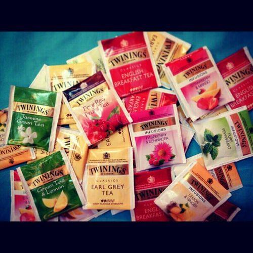 Certified tea addicts (sister and Ma) :)))) Twiningsoflondon Twinings Addicts Mixed flavorsclassicsinfusionsteadrinkinstadrinkinstadailyinstaloveloveassortedflavors