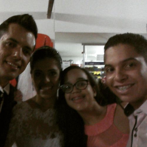 Aquela lendária selfie com os noivos! CasamentoCésarELillia CasamentoLilliaECésar CasamentoDosDois Casamento SelfieComOsNoivos Pombinhos ManaEEu FelicidadesProCasal Jahbless