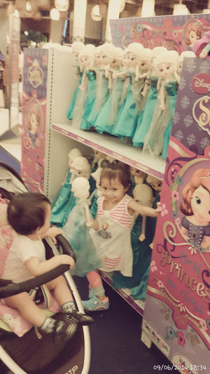 Mamiii..jj moboneka let it go Bday Presents nu bikes and Elsa Frozen