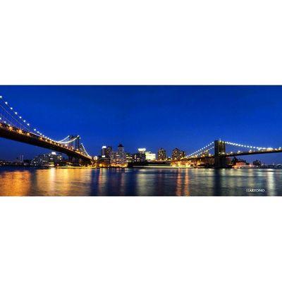 Brooklyn Bridge, New york. Jembatan ini menghubungkan antara Manhattan dan Brooklyn melewati East river. Suatu saat saya pasti kesana. Entah tahun depan atau 5 tahun lagi. Photo dari fotonya bonyok