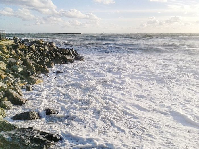 Foam Spuma Onde Smartphone Photography Mobilephotography S3 Mini Water Sea Beach Sky Horizon Over Water Landscape Cloud - Sky Seascape Wave Rushing Groyne