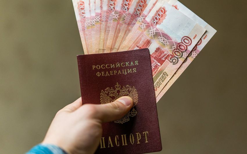 200 рублей 2000 рублей Passport Travel Airplane Bills Close-up Currency Day Finance Human Body Part Human Hand Indoors  One Person Paper Currency Passport People Rouble Rubles Russian Currency Russian Passport Savings Travel Vacation Vacations Visa Wealth паспорт российский паспорт