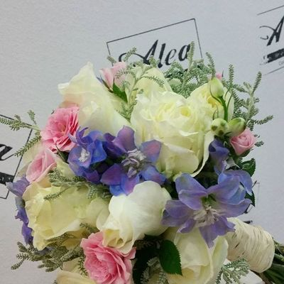 Bridal Bouquet by Alea. congrats beautiful couple. Alea Bridalbouquet RamoDeNovia Sposa Bride Rosas Roses Inspiration Flores Flowers Fleurs Fiori Blumen Mazzodifiori Bouquetsposa Vigo SPAIN Galifornia Lovemyjob