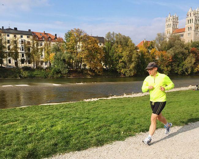 Sport In The City Capture The Moment Running Fall Beauty Autumn Runner Runningman Open Edit IPhoneography At Isarufer An Der Reichenbachbrücke
