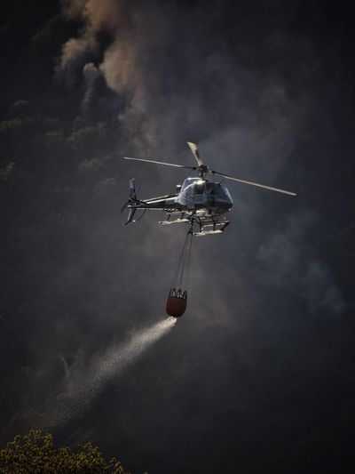 Incendio Helicopter Fireworks Smoke Transportation Air Vehicle Helicopter Airplane Flying Cloud - Sky Mid-air No People
