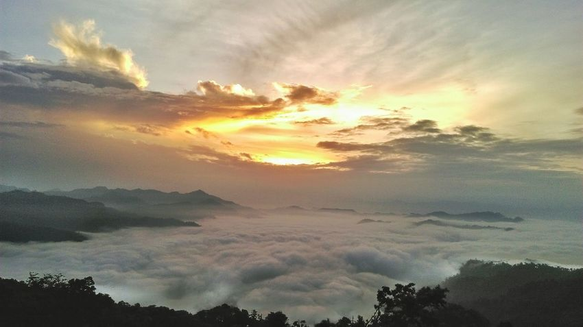 Sunrise Mountain View Sun Rise Clouds Relaxing Mountains And Clouds Mountain River And Sky EyeEm Vision