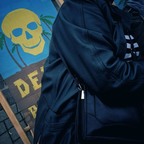 Death is after you Memento Mori Scull Streetphotography Colorstreetphotography Rostock HanseSail 2017 HanseSail Hansestadt Rostock