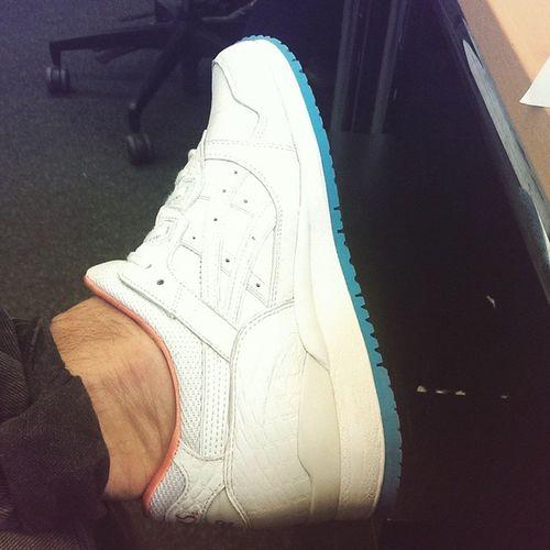 "My new asics gel lyte 3 ""Miami Vice""😍 Asiscsgellyte3 Miamivicepack Sneakershat DOPE white izyaboi style"