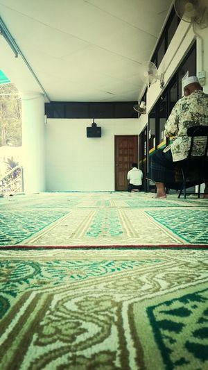 Praying Sembahyangjumaat
