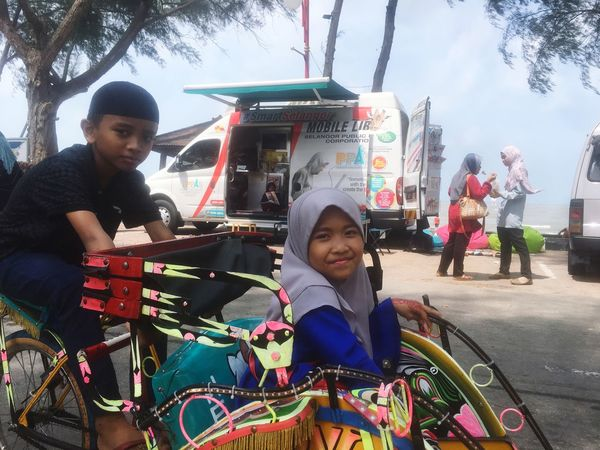 Which ride you want to choose, mobile library or trishaw