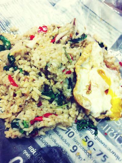 กระเพราปลาหมึกไข่ดาว (>_<)