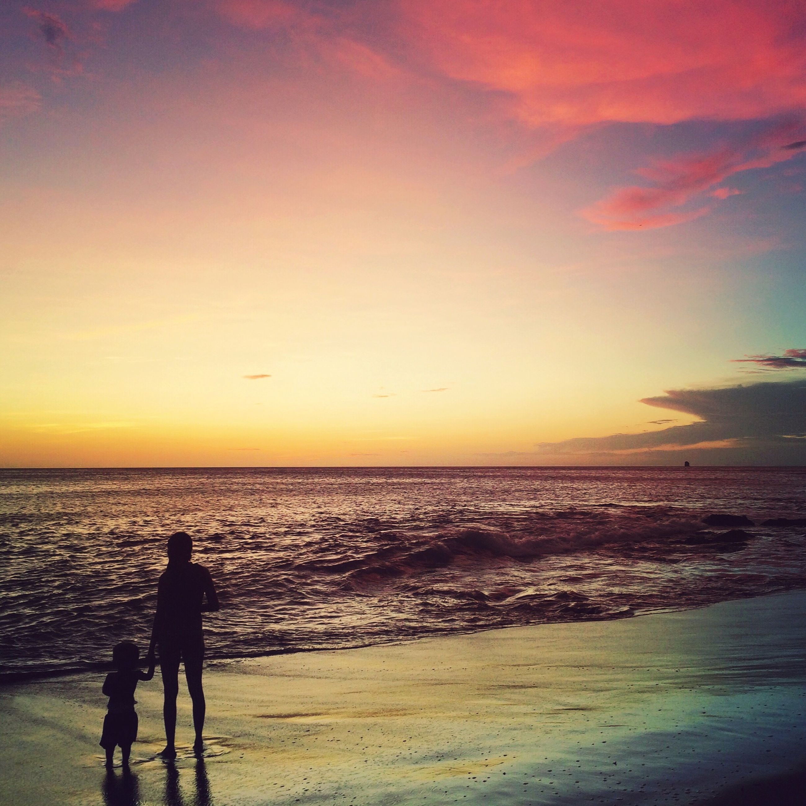 sea, horizon over water, sunset, water, silhouette, beach, leisure activity, sky, lifestyles, scenics, shore, beauty in nature, men, tranquil scene, tranquility, nature, idyllic, standing