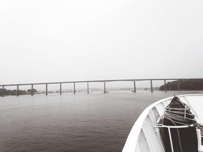 Brug te ver! Black&white sail Hello World Taking Photos Boat Ride